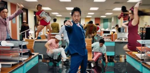 OneRepublic vydali klip Wherever I Go, ve kterém nudný úředník roztančí celou kancelář