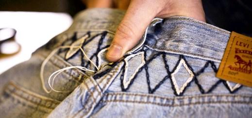 Džíny Levi's: Do módy se vrací cvočky a nášivky