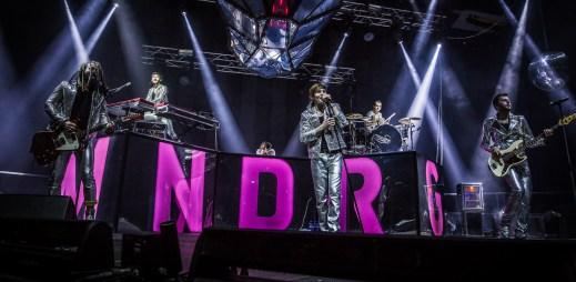 Mandrage mají další hit: V novém klipu předvedou, že neumějí tančit jako Travolta