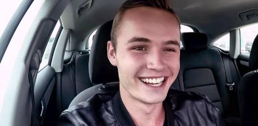 DenisTV: Gay kluci mě občas zvou na rande. Mají u něj gayové šanci?