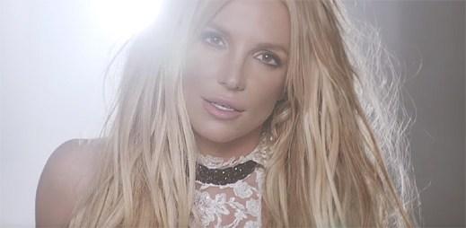 Britney Spears uspořádává konkurz na sexy chlapa v klipu Make Me...