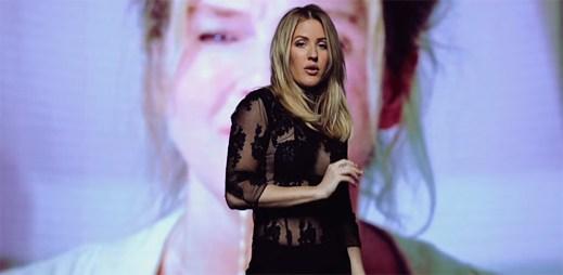 Ellie Goulding podporuje Bridget Jones v novém klipu Still Falling For You