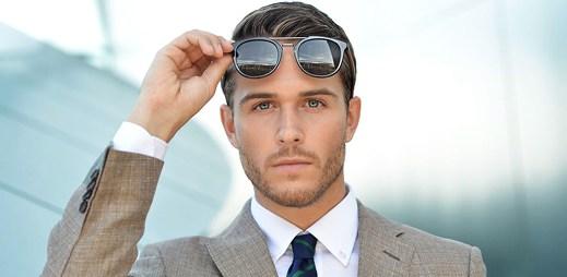 Známý blogger Adam Gallagher si na své cesty vzal sluneční brýle z nové kolekce Hugo Boss