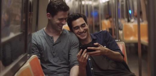 Líbí se vám nový iPhone 7? Jestli ne, tak tato reklama, ve které hrají dva gayové, vás možná přesvědčí