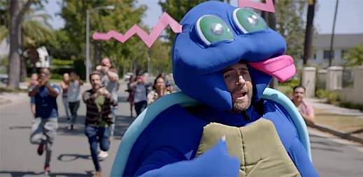 Maroon 5 se proměnili v pokémony, které chytají lidé v klipu Don't Wanna Know