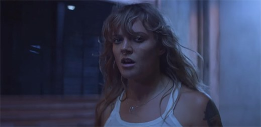 Tove Lo masturbuje v krátkém hudebním filmu Fairy Dust