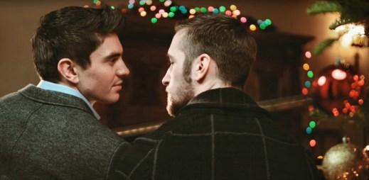 Gay zpěvák Steve Grand zpívá: Všechno, co chci k Vánocům, jsi ty!