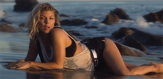 Fergie nabírá neobvyklé stopařky v kalifornském klipu Life Goes On