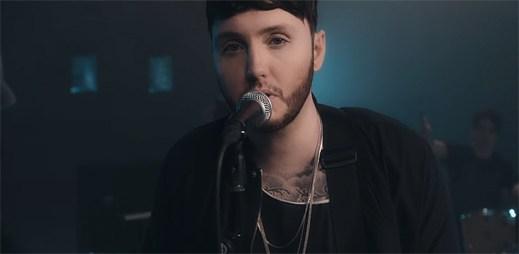 James Arthur vydal nový videoklip Safe Inside, kterým útočí na hudební žebříčky