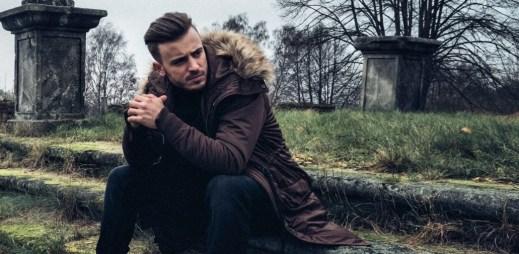 """Lipo jako osamělý vlčák českého rapu kritizuje v klipu """"Nebudu lhát"""" nešvary domácí scény"""