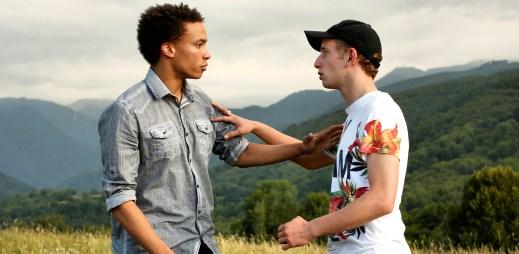 """Trailer: """"V sedmnácti"""". Romantické drama o dvojici dospívajících kluků"""