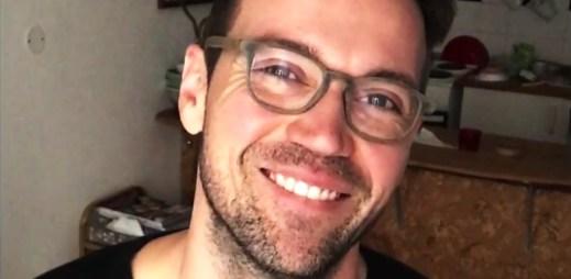 Video: Sympatický moderátor Lukáš Hejlík zve na první Queer Ball v Praze