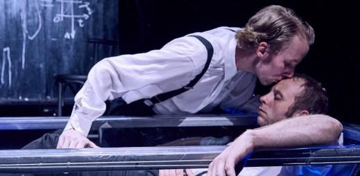 Divadelní představení o Alanu Turingovi, který zachránil svět a přesto ho odsoudili za homosexualitu