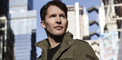 "James Blunt zazářil s horkou novinkou ""Love Me Better"""