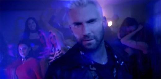 """Ocitněte se v psychedelickém novém klipu """"Cold"""" od Maroon 5"""