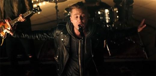 """OneRepublic jsou v novém klipu """"Let's Hurt Tonight"""" plní energie a nadšení"""