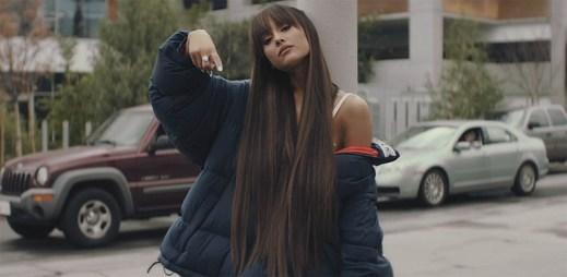 """Ariana Grande rozpoutává vzrušení lidí kolem sebe v klipu """"Everyday"""""""