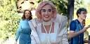 """Katy Perry v novém klipu """"Chained To The Rhythm"""" zjišťuje, že vše perfektní je jen jedna velká bublina"""