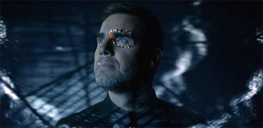 """Take That opouští své tělo v klipu """"Giants"""""""