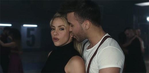 """Prince Royce a Shakira tančí v klipu """"Deja vu"""" velmi intimní a sexy tanec bachata"""