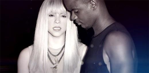 """Shakira a rapper Black M žijí se zlomeným srdcem v klipu """"Comme moi"""""""