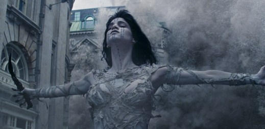 "Druhý trailer k filmu ""Mumie"": Probudila se a teď chce zničit celý svět"