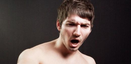5 důvodů, proč kopnutí do varlat tak moc bolí