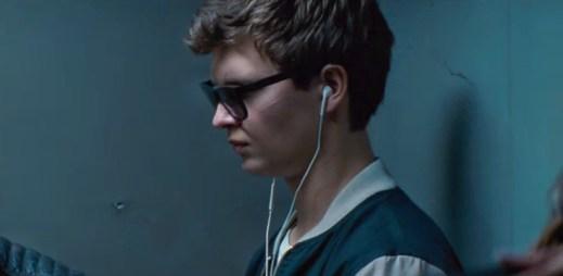 """Trailer: """"Baby Driver"""" pomáhá zločincům uniknout z místa činu. Potřebuje k tomu rychlé auto a hudbu!"""
