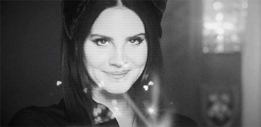 """Před Lanou Del Rey leží celý Hollywood v klipu """"Lust For Life"""""""