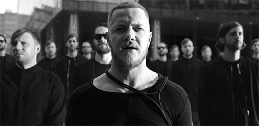 """Imagine Dragons neodpovídají standardům společnosti v novém klipu """"Thunder"""""""