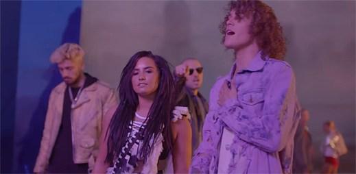 """Demi Lovato klukům z Cheat Codes v klipu """"No Promises"""" vysvětluje, že láska není jednoduchá"""