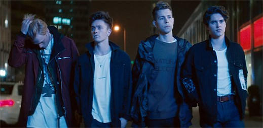 "The Vamps usmiřují rozhádaný pár v klipu ""Middle Of The Night"""