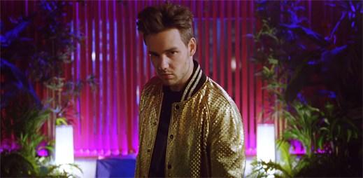 "Liam Payne se v debutovém klipu ""Strip That Down"" moc nepředvedl"