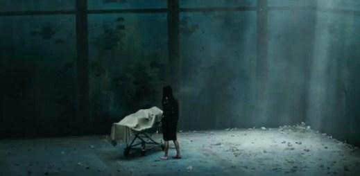 """Trailer """"Hráči se smrtí"""": Co se s námi stane, až umřeme?"""