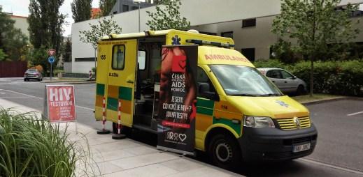 Sanitka otestovala tento měsíc zatím přes 100 lidí na HIV/AIDS a syfilis