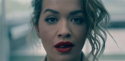 """Rita Ora způsobuje sexy chlapům v novém klipu """"Your Song"""" maximální vzrušení"""