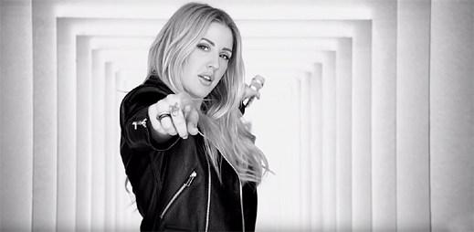 """Ellie Goulding září v novém klipu """"Something In The Way You Move"""" pro podporu své kampaně značky Deichmann"""