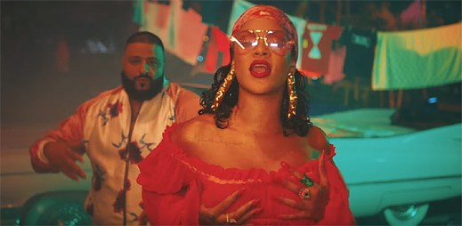 "DJ Khaled a Rihanna se poflakují žhavou party v klipu ""Wild Thoughts"""