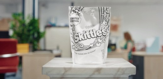 Skittles jsou nyní bílé! Výrobce tím dal najevo podporu Gay Pride. Prodávají se pouze v Tescu