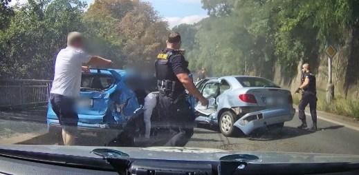 Video: Honička jako z filmu. Mladík ujížděl pražské policii, způsobil během toho tři nehody