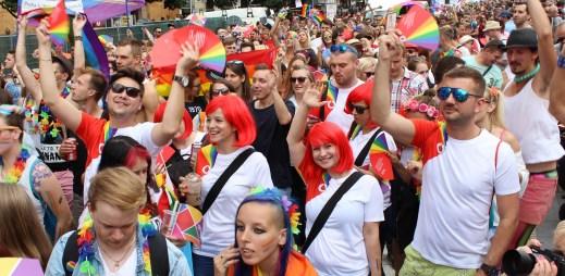 Vodafone opět v barvách duhy: Zaměstnanci českého operátora vyrazí na Prague Pride
