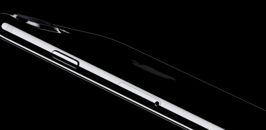 Ceny iPhonů za posledních 10 let: Američan si vydělá na iPhone za 3 dny, Čech musí pracovat 20 dní