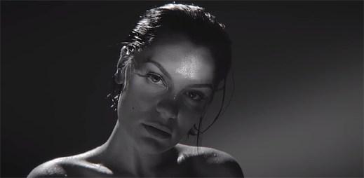 """Jessie J odhaluje kdo ji využíval a obchodoval na její slávě v novém klipu """"Think About That"""""""