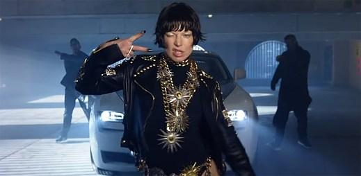 """Fergie se ukazuje v několika promyšlených pózách v novém klipu """"Like It Ain't Nuttin'"""""""