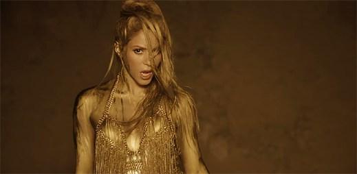 """Shakira na závodní dráze nemůže udržet svou touhu v klipu """"Perro Fiel"""""""