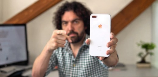 Petr Mára odpověděl na zásadní otázku o novém telefonu iPhone 8 Plus: Koupit či nekoupit?