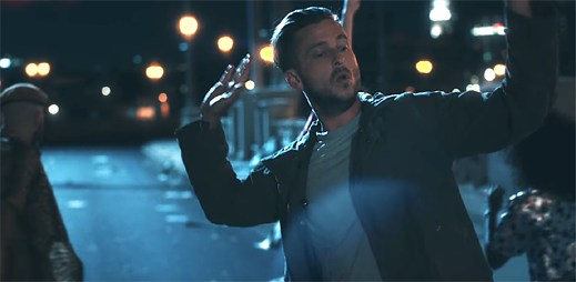 "Ryan Tedder z OneRepublic chce pít celou noc v klipu ""Rich Love"""