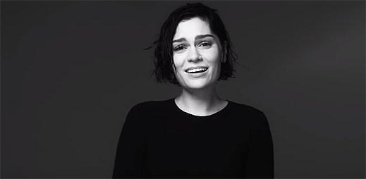 """Jessie J se nemůže zavázat plně novému vztahu kvůli srovnávání se svým ex v klipu """"Not My Ex"""""""