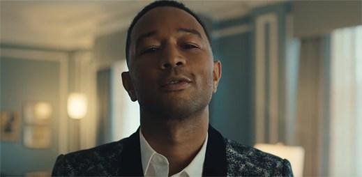 """John Legend jde politicky proti Donaldu Trampovi v novém klipu """"Penthouse Floor"""""""
