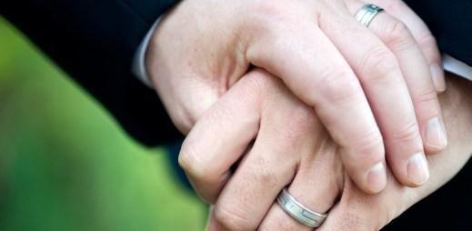 Bude mít rakouský ústavní soud koule na sňatky gayů a leseb?